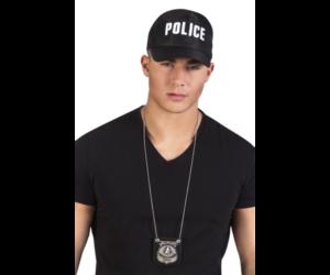 Rendőr jelvény nyakláncon