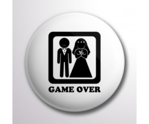 Game over lánybúcsús kitűző